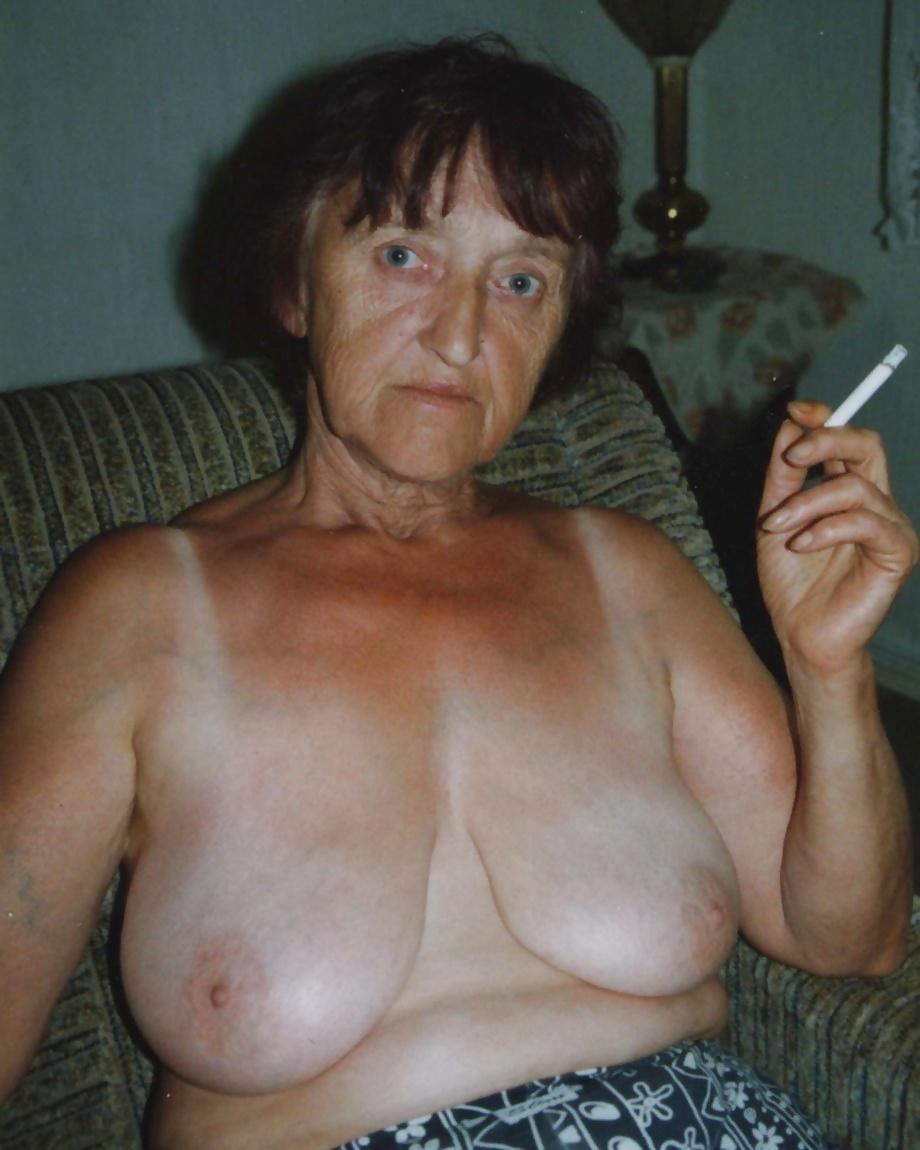 фото голой бабушки дома